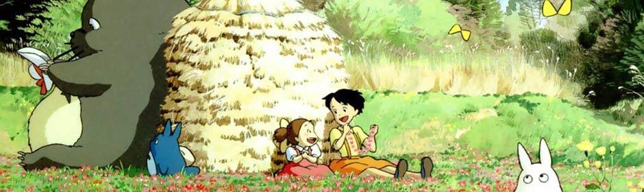 上映日期:1988年4月16日 关键字:宫崎骏 龙猫 大自然 主要声优:日高法子 坂本千夏 糸井重里 剧情简介:和爸爸一起搬到乡下的两姐妹,在一棵大树下发现了只有好孩子才能看见的TOTORO。有一天小梅独自在院子玩耍的时候,意外看到了憨憨的小龙猫,小龙猫慌乱逃跑中,却把小梅引到了正在睡觉的大龙猫身边